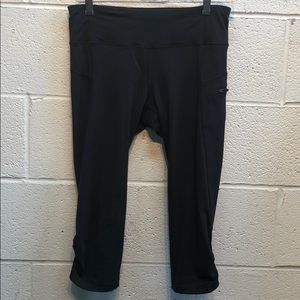 Lululemon black crop pant.Side zip pocket. Sz  6